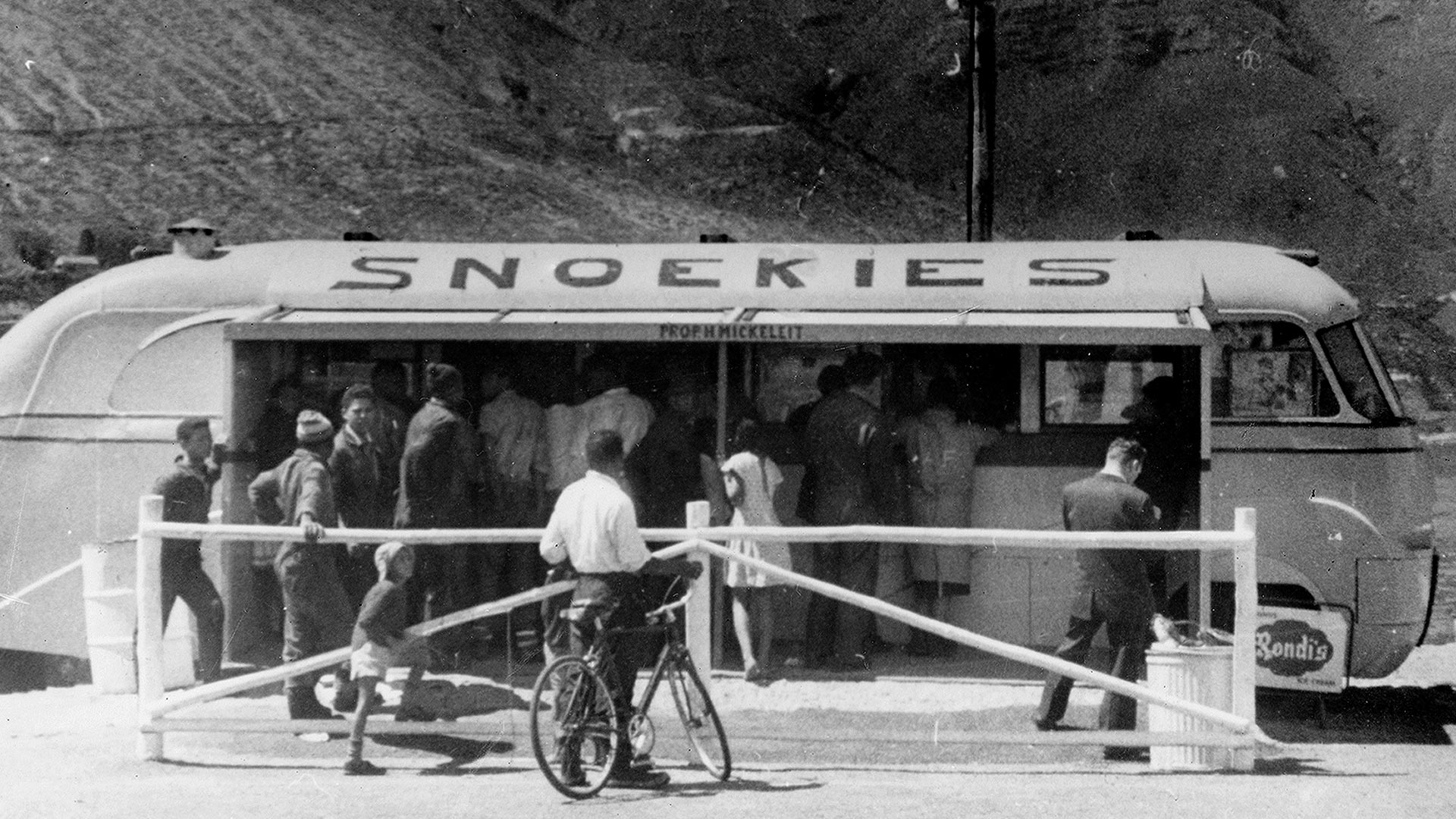Snoekies old bus, converted into a takeaway cafe and positioned it at the end of Harbour Road, Hout Bay (c.1951).